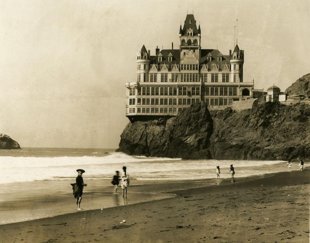 Готель Cliff House