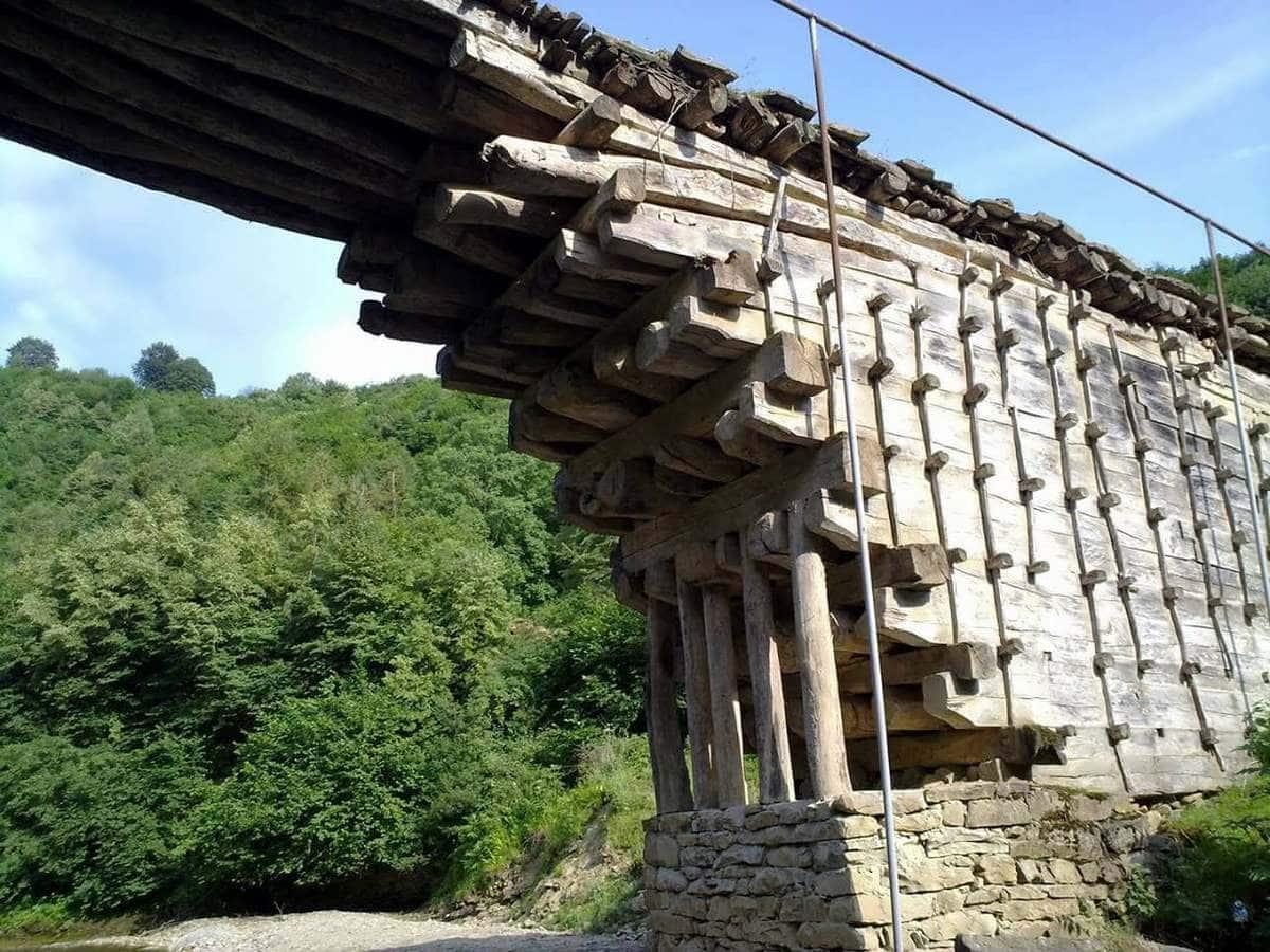 Дерев'яний міст в Джулі